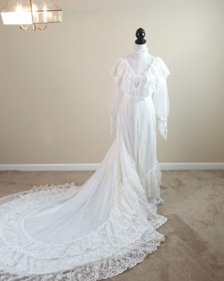 Womens Vintage ILGWU Vintage Lace Wedding Dress Ivory Gown Layered Country XS